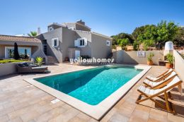 Fantastic 4 bedroom villa with pool and views near...